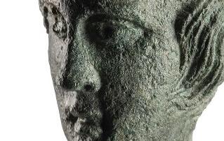dettaglio testa scultura in bronzo mostra Hintial san gimignano