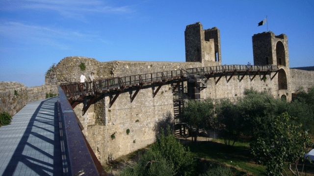 Camminamento sulle mura di Monteriggioni